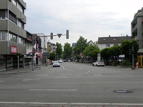 Esslinger Straße/Hindenburgstraße. Hier fuhr früher die Straßenbahn.